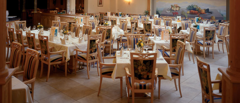 Sporthotel Strass, Mayrhofen, Austria - dining room 2.jpg